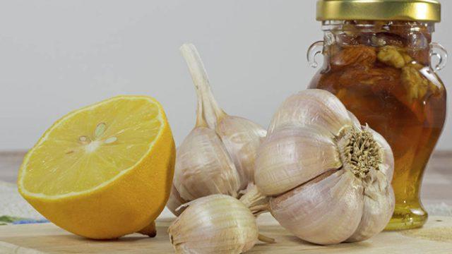 Алтернативна медицина за деца – мед и чесън
