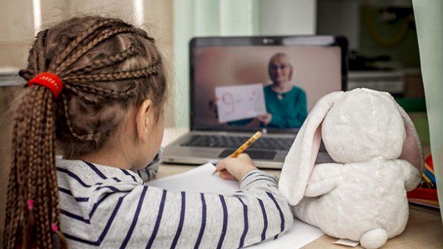 Държавни помощи за детегледачка при дистанционно обучение