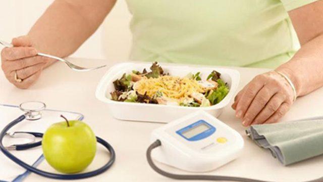 Как да се храните, за да се предпазите от високо кръвно